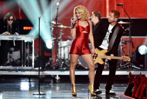 Miranda Lambert looked stunning in a custom Valentina Kova red jumpsuit