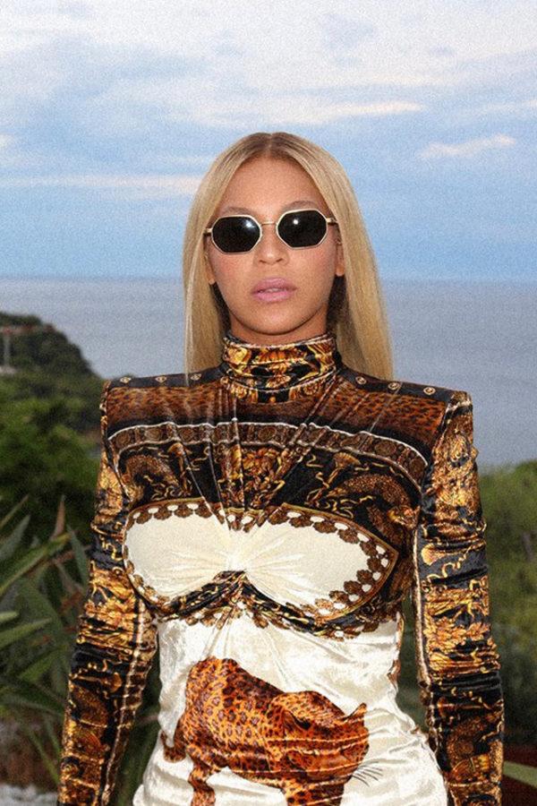 Beyoncé chose to wear Versace